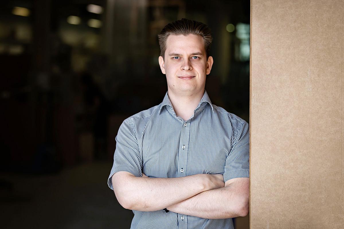 Opinnäytetyönsä FinnProfilesille tehnyt Jani Vahtola aloitti Iin tehtaalla projekti-insinöörinä